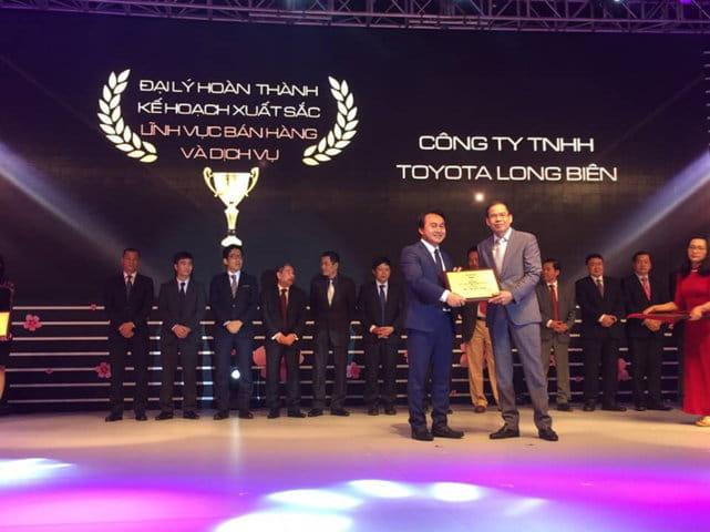 Đại lý Toyota Long Biên đạt giải đại lý xuất sác nhất cả nước