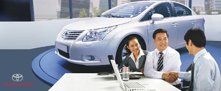 Cái nhân vay vốn ngân hàng mua xe ô tô Toyota
