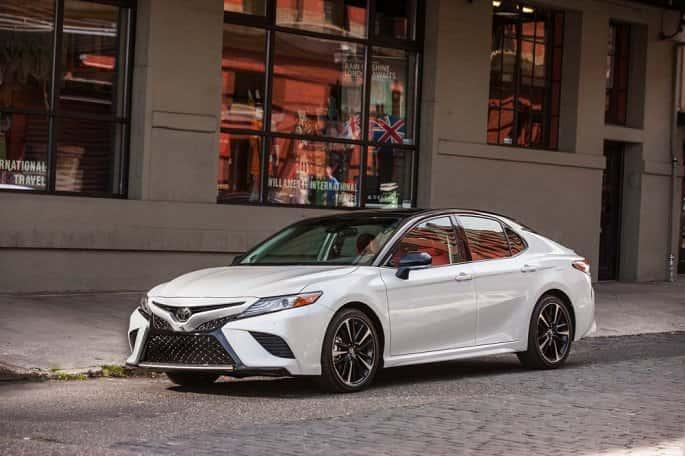 Toyota ra mắt Camry 2018 rẻ khó tin: Giá gốc 476 triệu