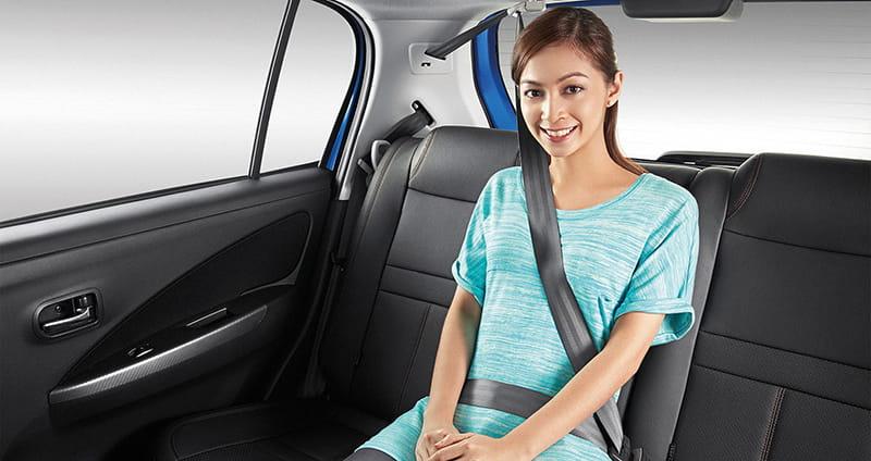Từ 01/01/2018, người ngồi ghế sau ôtô không thắt dây an toàn bị phạt tiền
