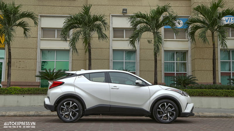 Toyota C-HR 2017 nhập Mỹ đầu tiên về Việt Nam