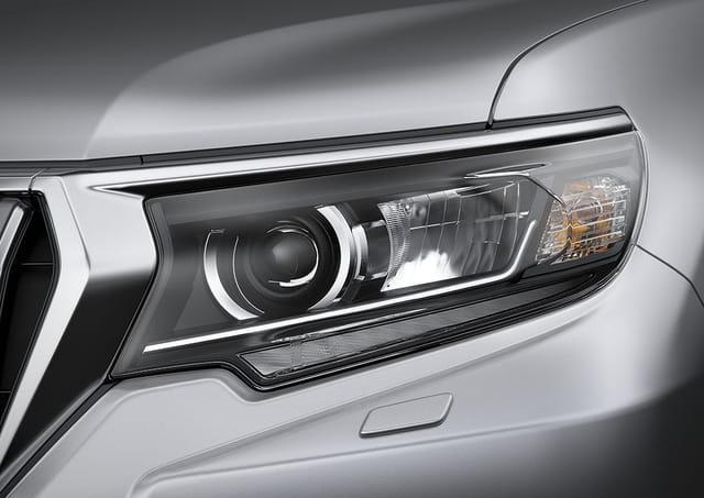 Toyota Land Cruiser Prado bản nâng cấp mới có giá hơn 2,2 tỷ đồng