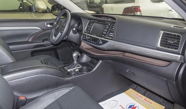 Toyota Highlander Limited 2017 chốt giá hơn 3,8 tỷ đồng tại Việt Nam