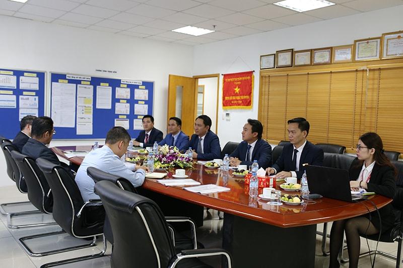 Ngài Toru Kinoshita Tổng giám đốc Toyota Motors Việt Nam đến thăm đại lý Toyota Long Biên