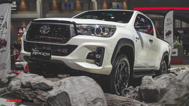 Toyota Hilux Revo Rocco cạnh tranh Ford Ranger Wildtrak và Mitsubishi Triton Athlete